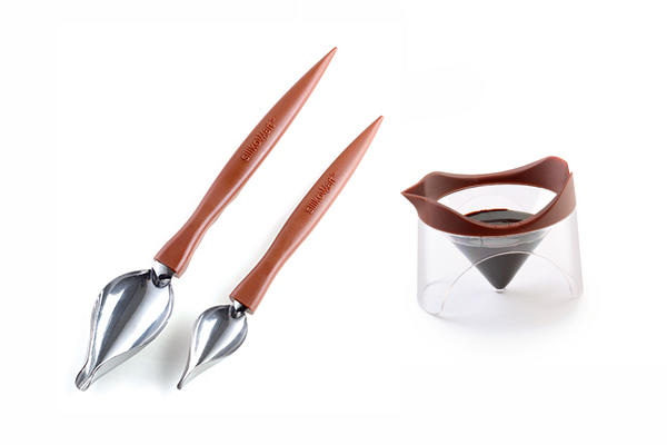 SET 2 DECORATIVE SPOONS + CUP